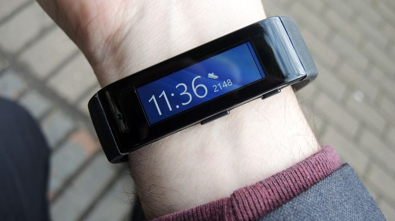Microsoft Band wrist closeup 2-970-80