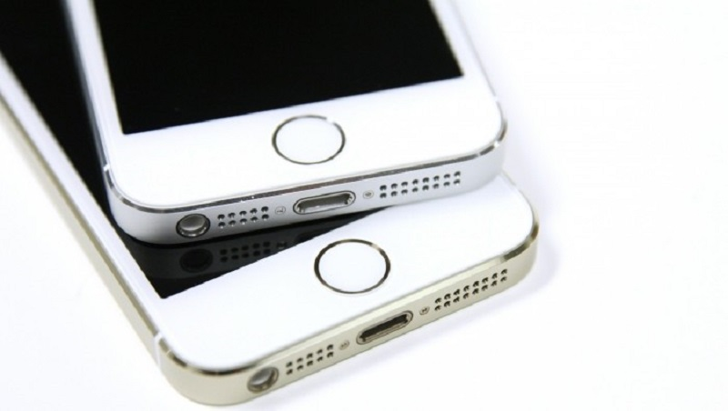iPhone-5s-Gold-Silver-Touch-ID-700x396