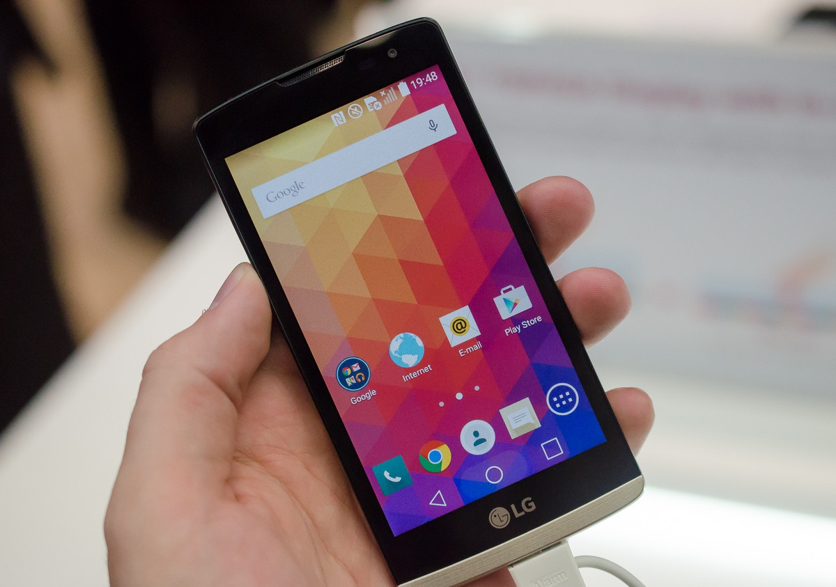 lg-leon-hands-on-01