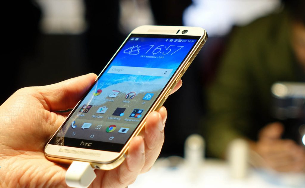 HTC-One-M9-hands-on-5-e1426015684872