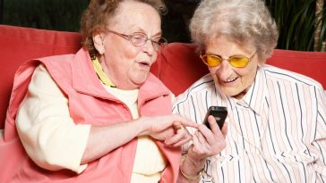 elderly-women-with-a-cell-phone